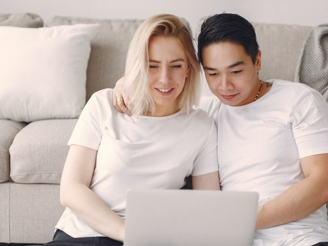Couple watching movie on laptop 3912438